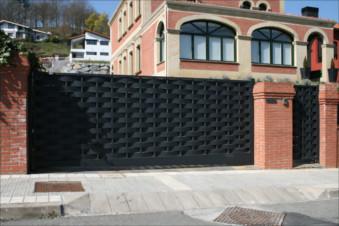 Puerta corredera automaticas girona for Puertas exterior metalicas baratas